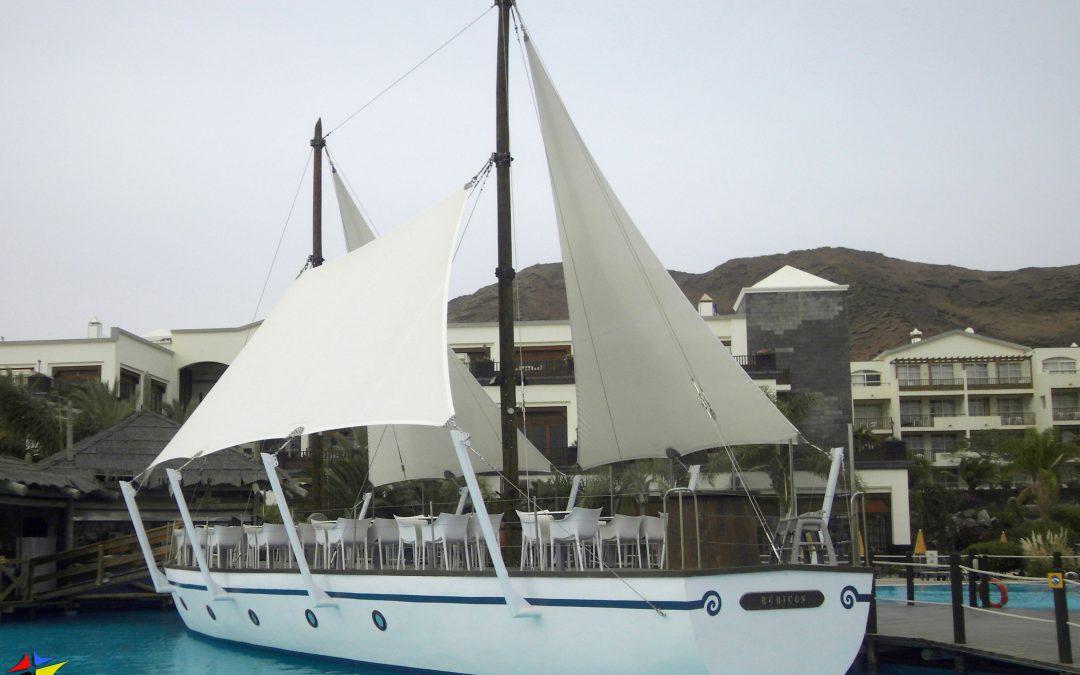 Velas Barco Restaurante Piscina en Hotel H10 Palace. Playa Blanca. Lanzarote.